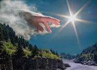 La mano de Dios en el cielo