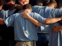 Hombres oracion orando