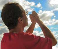 hombre-orando-oracion-bible