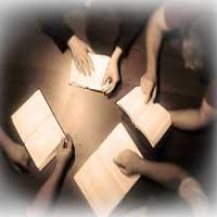 leyendo-la-biblia-manos