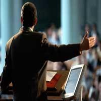 pastor-con-pulpito