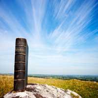 biblia-grande-Dios-poderoso