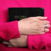 biblia-sagrada-mujer