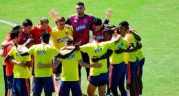 equipo-futbol-colombia-orando