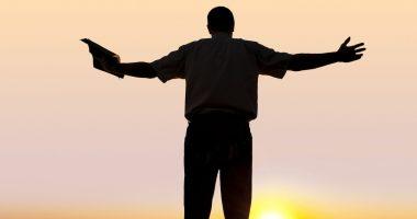 hombre-predicando-palabra-Dios