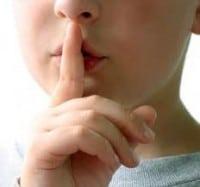 Persona - en - Silencio - dedo