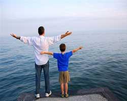 padre-y-hijos-playa-felices