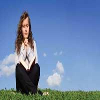 mujer-orando-jardin-cielo