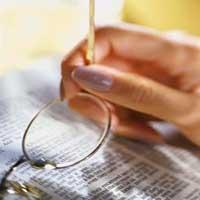biblia-mujer-lentes