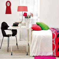 mesa-silla-cama-lampara